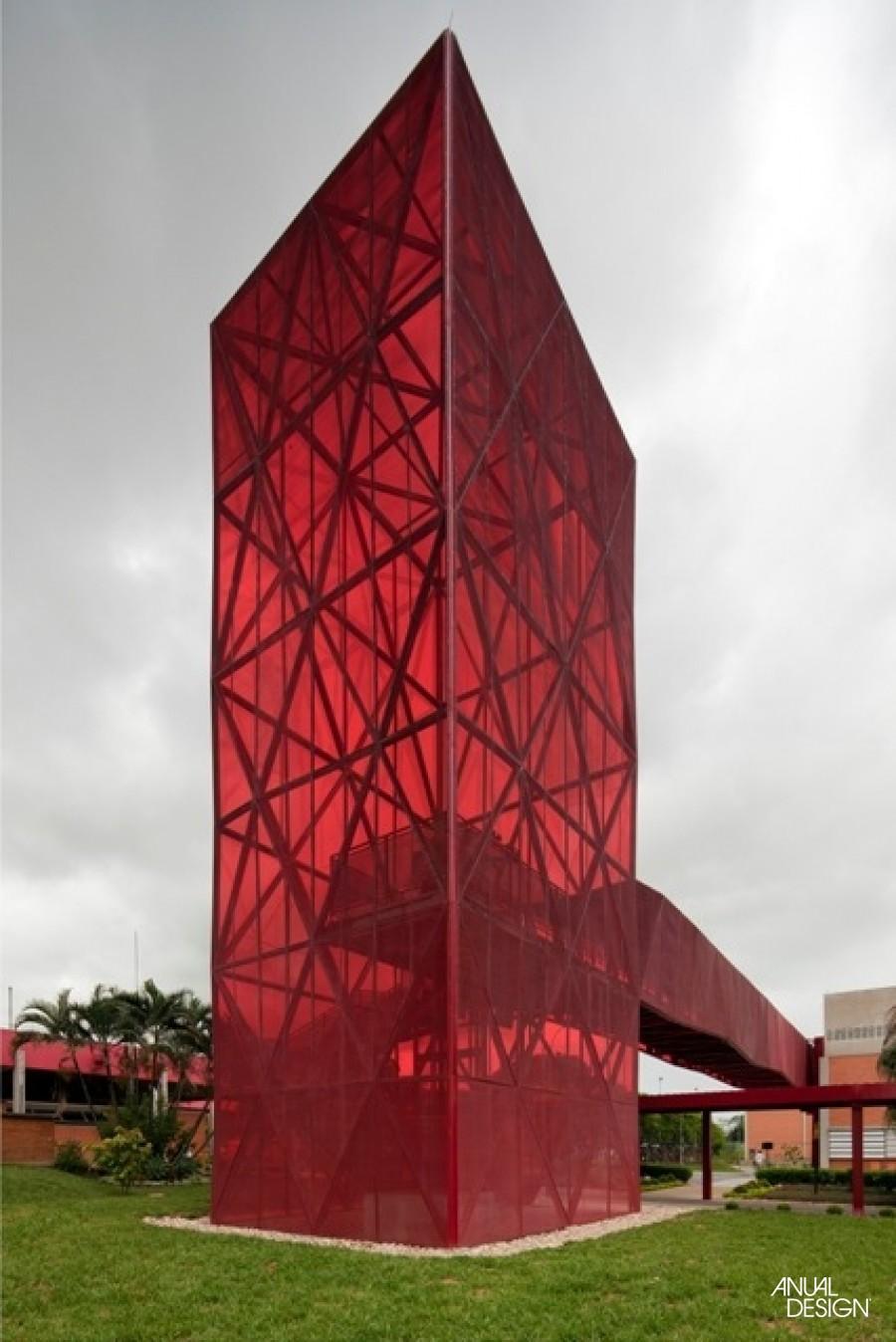 estrutura-triangular-museu-do-chocolate-nestlé