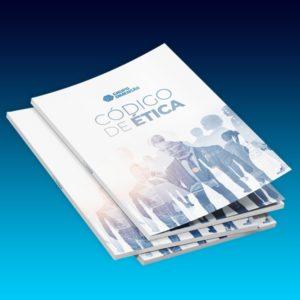 na imagem, com fundo em degradê azul, há uma pilha de 3 livros finos. na capa do primeiro, traz o logotipo do Grupo Dimensão, o título Código de Ética e a imagem da silhueta de pessos.